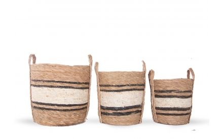 A set of 3 wicker baskets from large to small from EZ Living Furniture's Gameiro range. Front view of the 3 baskets