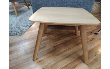 Actual look of the Rho lamp table floor model on offer in Pop up store