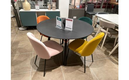 Actual look of the Tria dining table and 4x tuka dining chairs floor model on offer in Tallahgt store