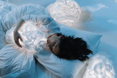 Starfish, Pillow-hugger Or Skydiver? What Kind Of Sleeper Are You?